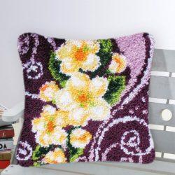 SUBA Díszpárna Sárga virágok lila mintával 43x43 cm