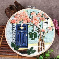 Hímzőrámás készlet, Virágok kék ajtóval, 25x25 cm, 5 öltésfajta