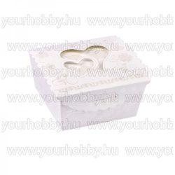 Hajtogatható  papírdoboz, dombornyomott, gyöngyház fehér, szíves 7,5x7,5x3,8 cm